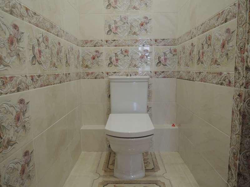 Фото дизайна укладки плитки в туалете